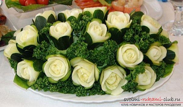Как сделать красивые и оригинальные изделия из различных овощей, пошаговые фото и инструкция создания цветов из лука, мокови, краснокочанной и пекинской капусты, поделки из тыквы в технике карвинг. Фото №2