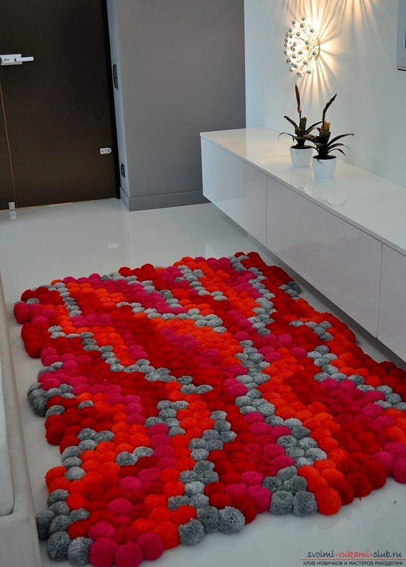 Необычные предметы интерьера своими руками, инструкция по изготовлению коврика из помпонов.. Фото №5