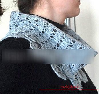 Как сделать шарф-хомут используя крючок и тесьму своими руками?