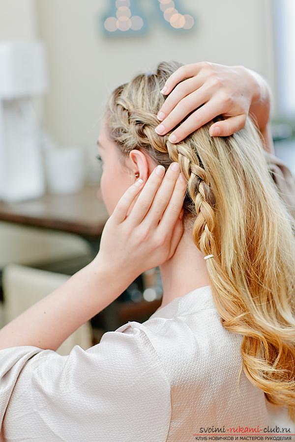 Учимся делать красивые прически на средние волосы своими руками. Фото №1