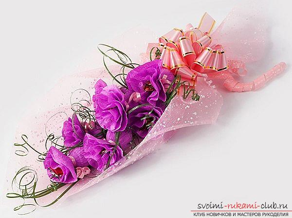 Как сделать своими руками оригинальный подарок к 8 Марта, пошаговые фото и описание создания букетов цветов из конфет. Фото №1