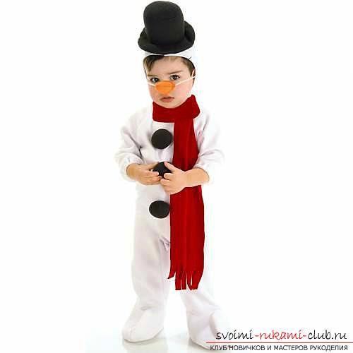 Новогодние костюмы своими руками, как самостоятельно сделать костюм снеговика, варианты и примеры изготовления отдельных деталей костюма.. Фото №3