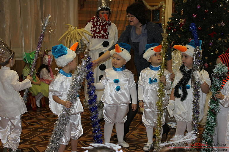 Новогодние костюмы своими руками, как самостоятельно сделать костюм снеговика, варианты и примеры изготовления отдельных деталей костюма.. Фото №1