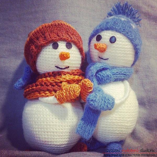 Связать снеговика с описанием