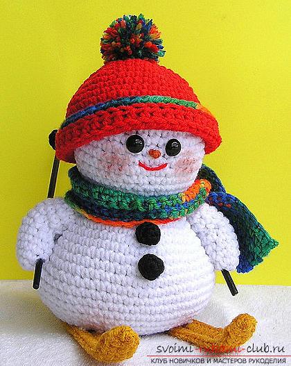 Яркий снеговик амигуруми крючком с описанием и фото. Фото №17