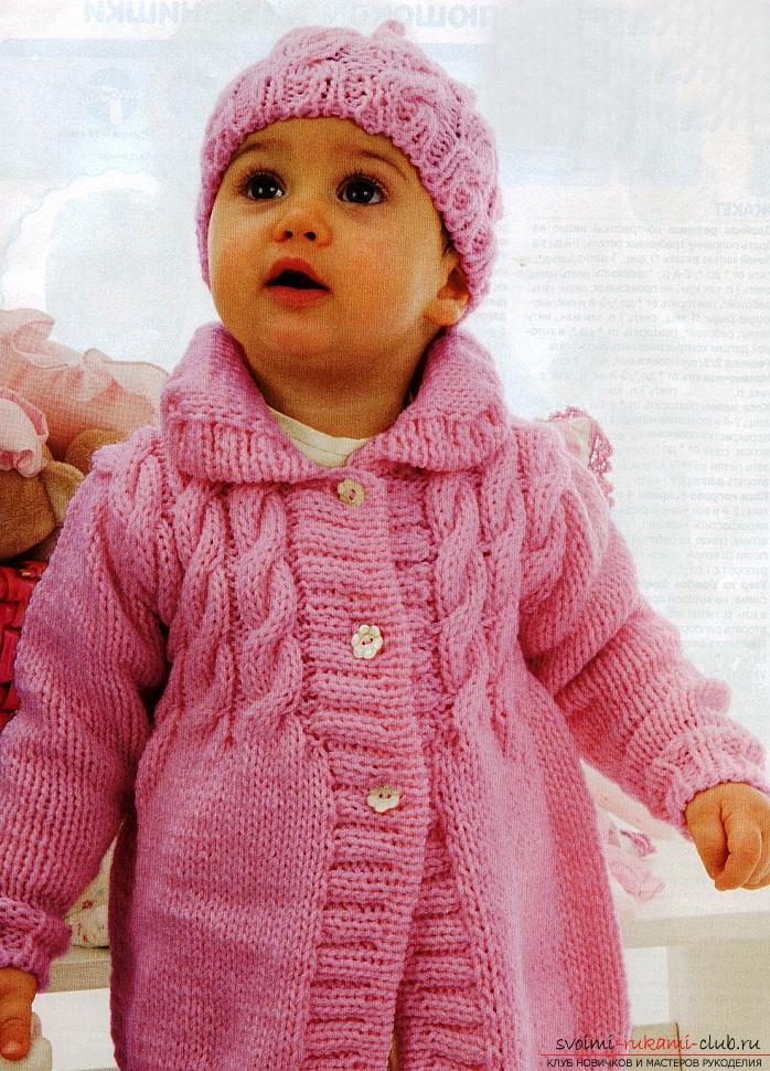 Универсальный набор одежды для новорожденной девочки. Фото №1