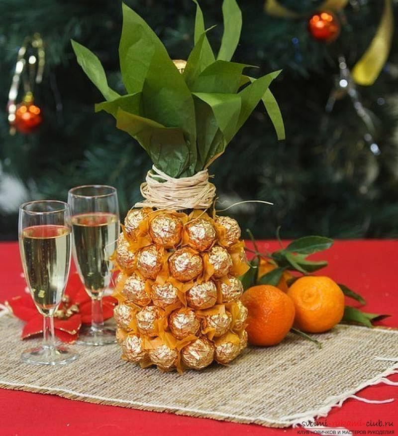 Сделать конфетный подарок. Бутылка шампанского, оформленная конфетами, сделанная собственными руками.. Фото №1