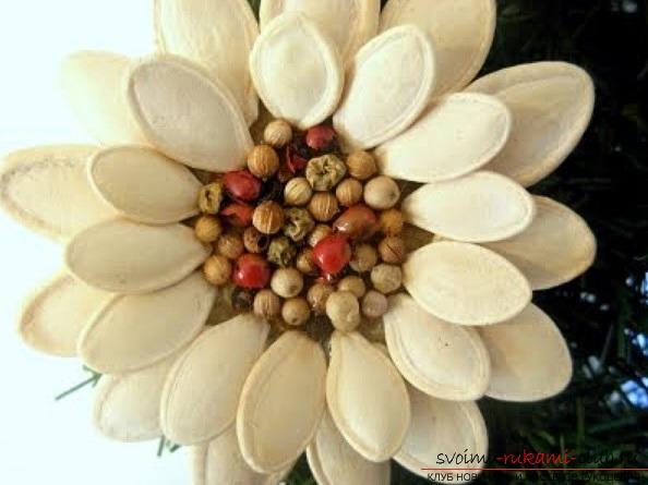 Поделки из тыквенных семечек, сделанные своими руками. Простые и легкие работы.. Фото №3
