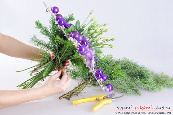 новогоднее украшение дома своими руками, звезда из цветов. Фото №7