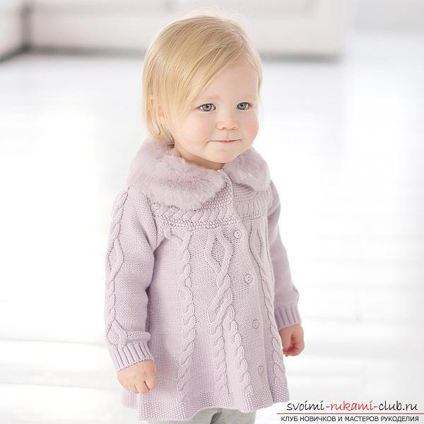 Универсальный набор одежды для новорожденной девочки. Фото №5