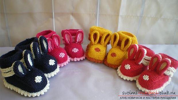 Уникальные пинетки-зайчики спицами для детей. Фото №1