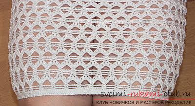 Белое коктейльное платье, связанное крючком. Фото №5