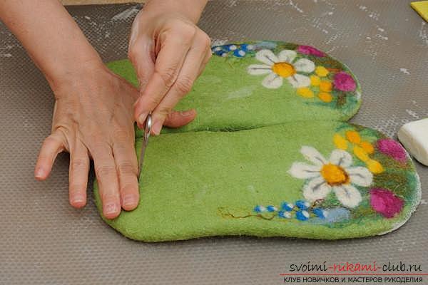 Как создать своими руками удобные тапочки методом валяния. Фото №13