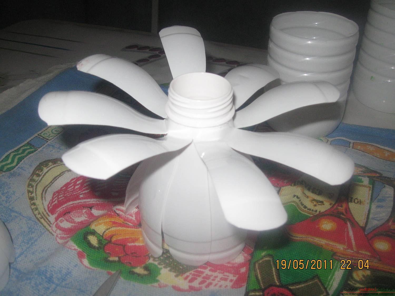 Как сделать ромашки из пластиковой бутылок