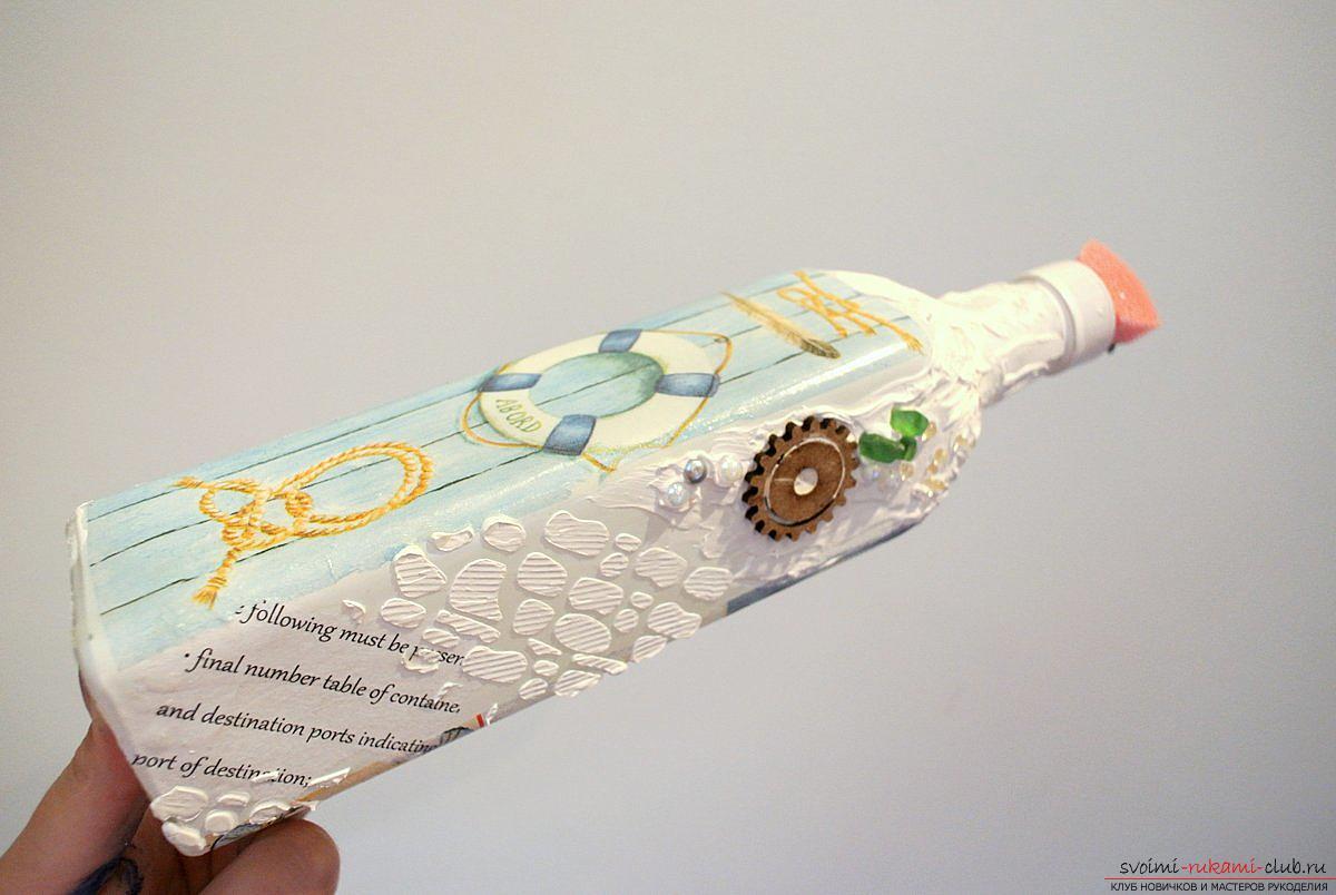 Мастер-класс покажет, как сделать из бутылки поделку, декорированную в стиле декупаж своими руками.. Фото №9
