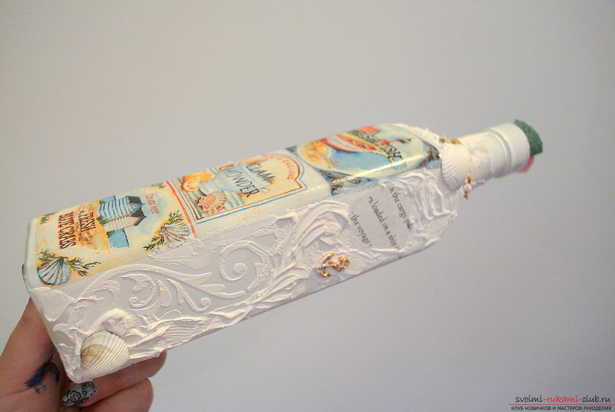 Мастер-класс покажет, как сделать из бутылки поделку, декорированную в стиле декупаж своими руками.. Фото №8