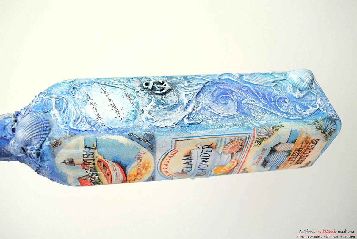 Мастер-класс покажет, как сделать из бутылки поделку, декорированную в стиле декупаж своими руками.. Фото №10