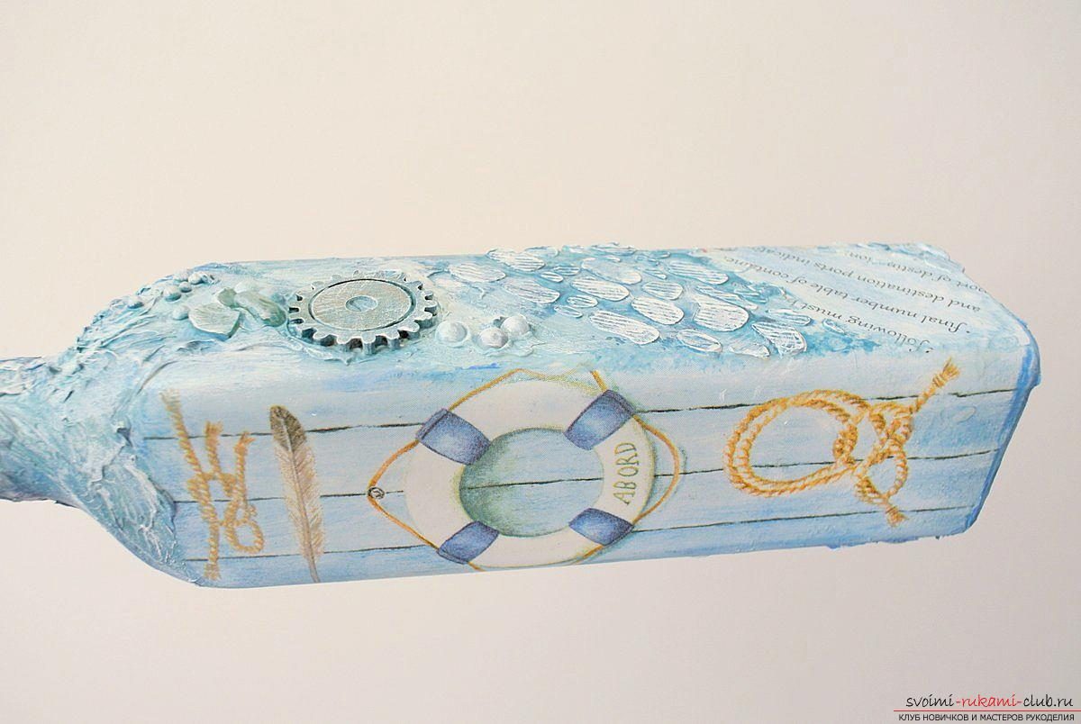Мастер-класс покажет, как сделать из бутылки поделку, декорированную в стиле декупаж своими руками.. Фото №11