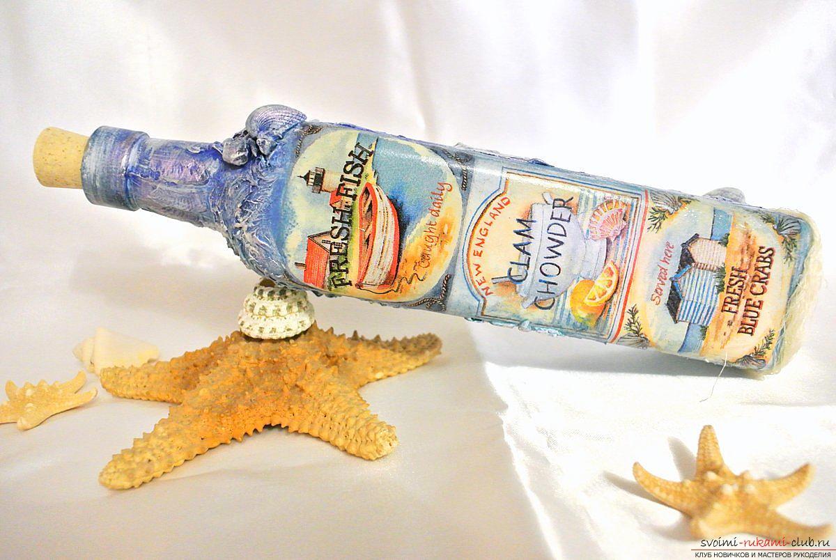 Мастер-класс покажет, как сделать из бутылки поделку, декорированную в стиле декупаж своими руками.. Фото №17
