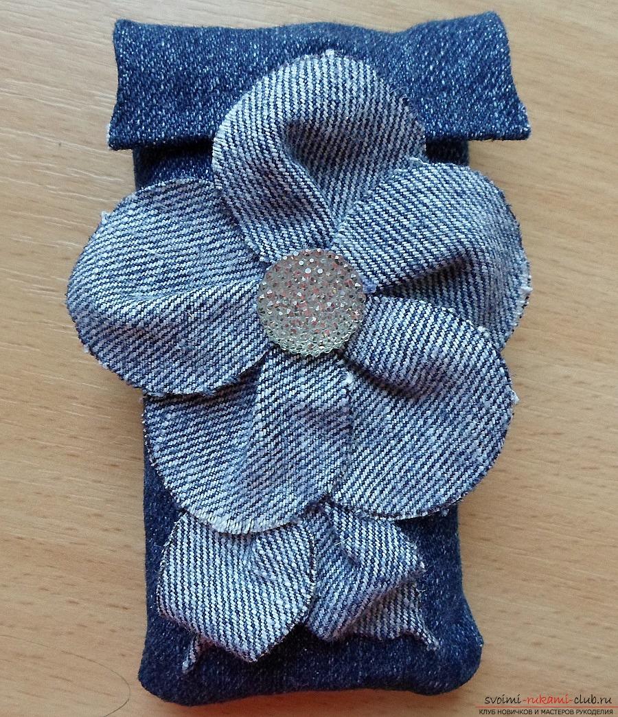 Как из старых ненужных джинсовых вещей можно сделать простой, оригинальный и дешевый чехол для телефона. Фото №5