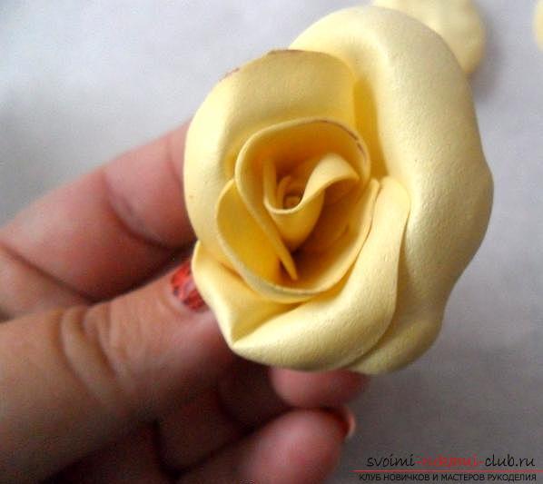 Как сделать красивую розу из фоамирана своими руками. Фото №9