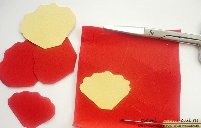 Цветок весеннего мака из фоамирана своими руками очень легко сделать, следуя инструкции