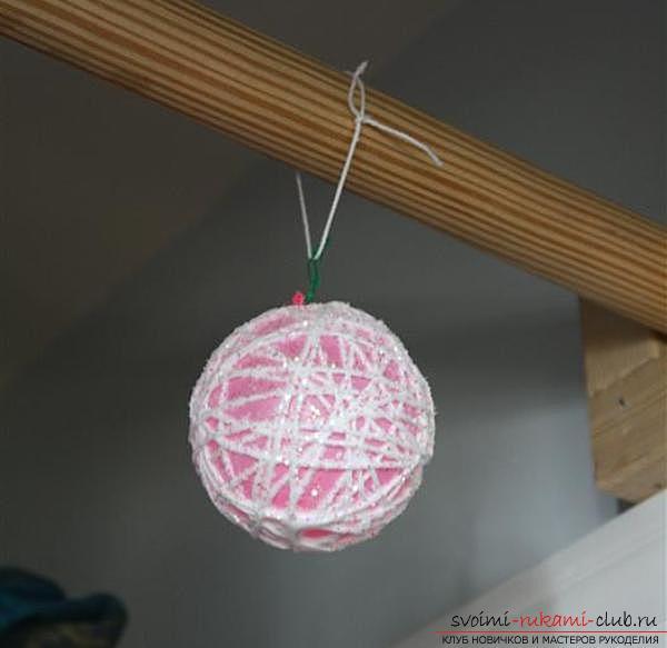 Как сделать волшебные новогодние шары из ниток. Фото №3