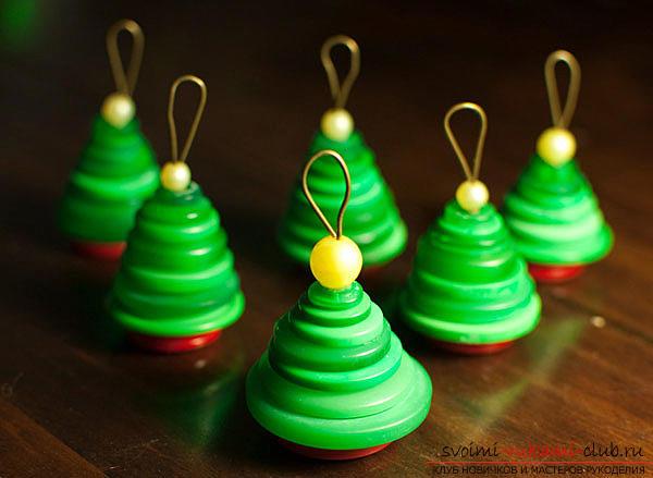 Новогодние игрушки из пуговиц своими руками