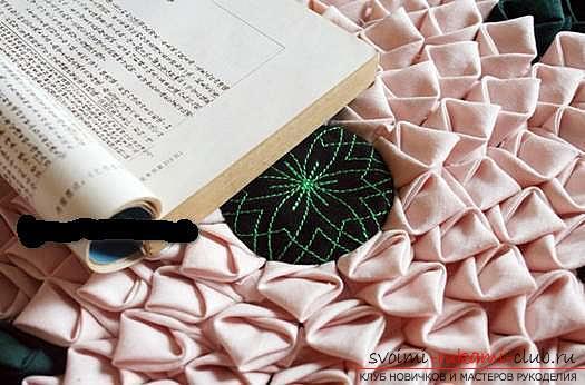 Шитье из треугольников коврика для мебели. Фото №3