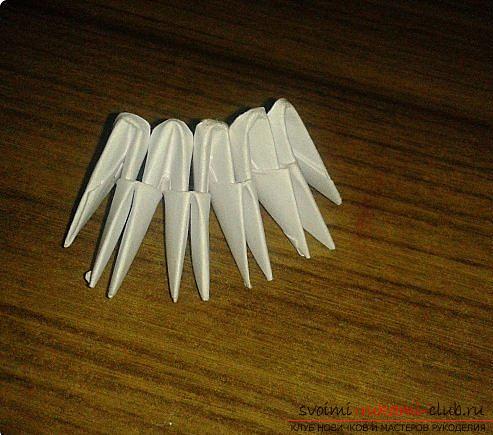 Как сделать маленького лебедя из модулей. Фото №7