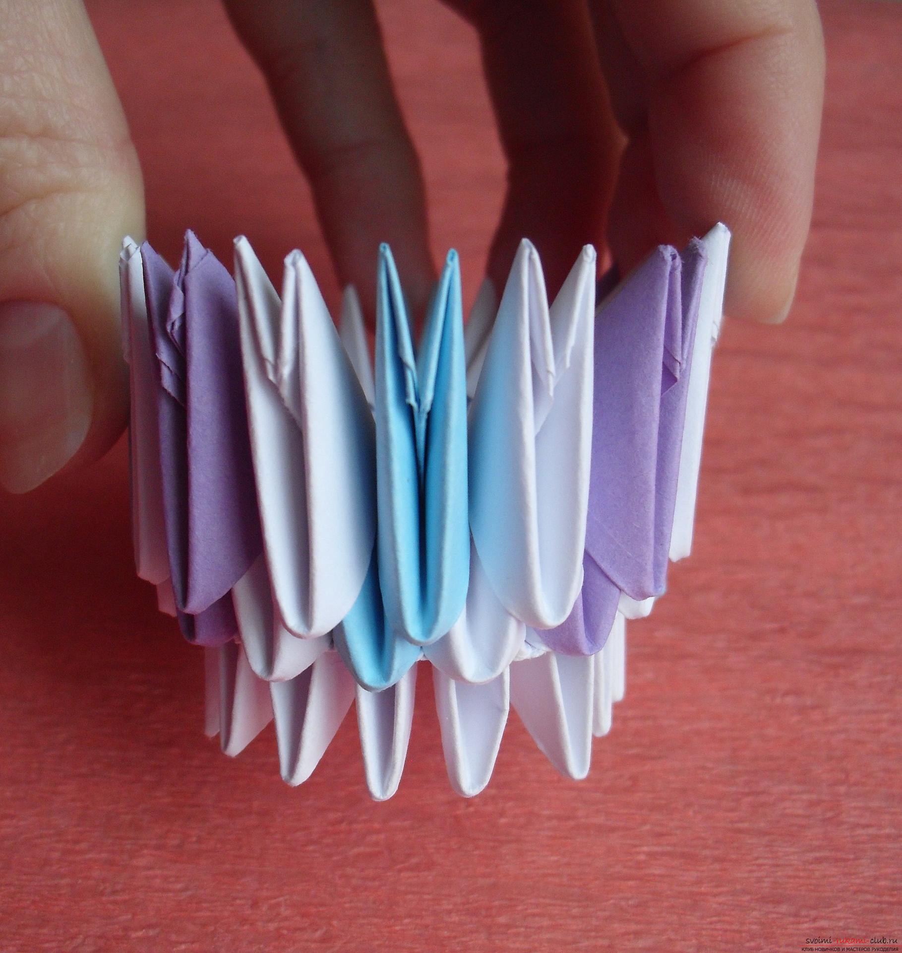 Этот мастер-класс научит как сделать вазу с тюльпанами из бумаги в технике модульного оригами.. Фото №6