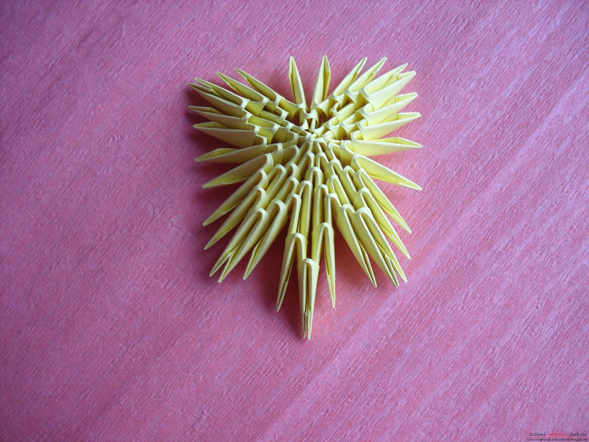 Этот мастер-класс научит как сделать вазу с тюльпанами из бумаги в технике модульного оригами.. Фото №18