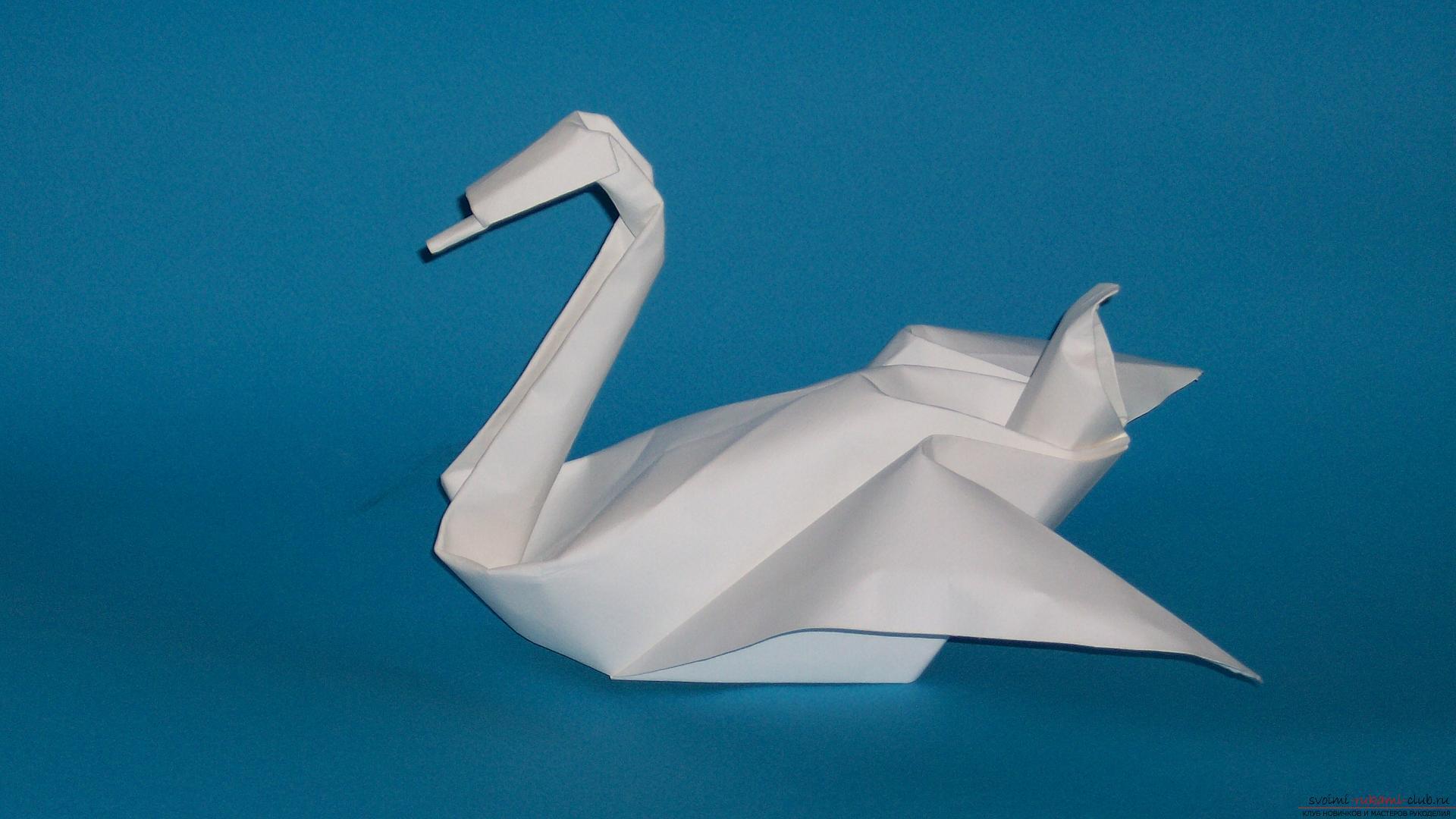 Сложение простой фигурки лебедя в технике оригами понравится детям и взрослым и не займет много времени