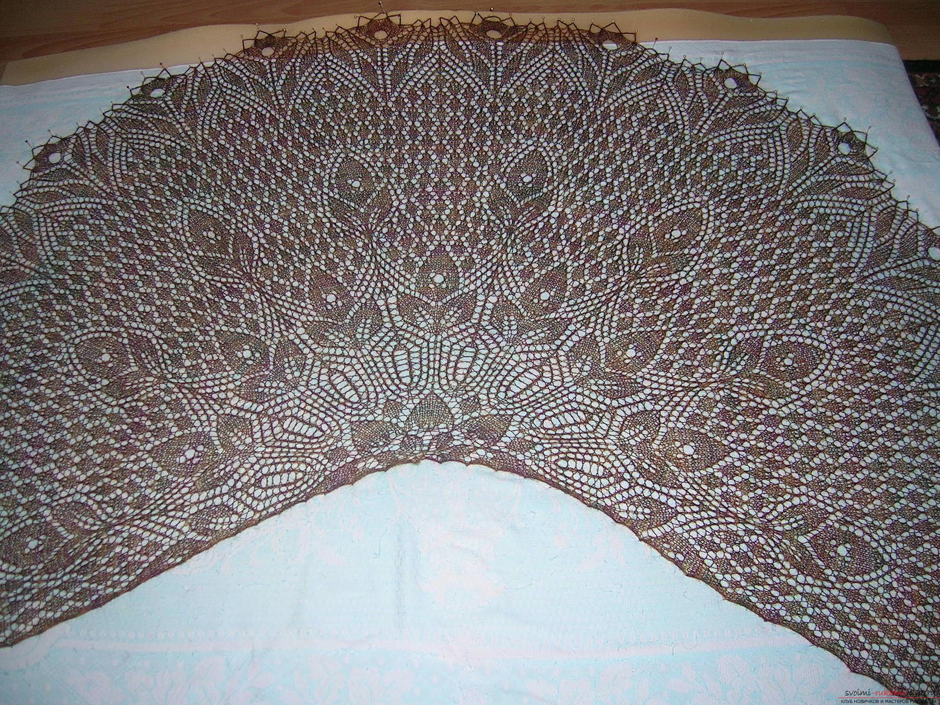 Невесомая шаль из итальянской шерсти большого размера, связанная спицами. Фото №1