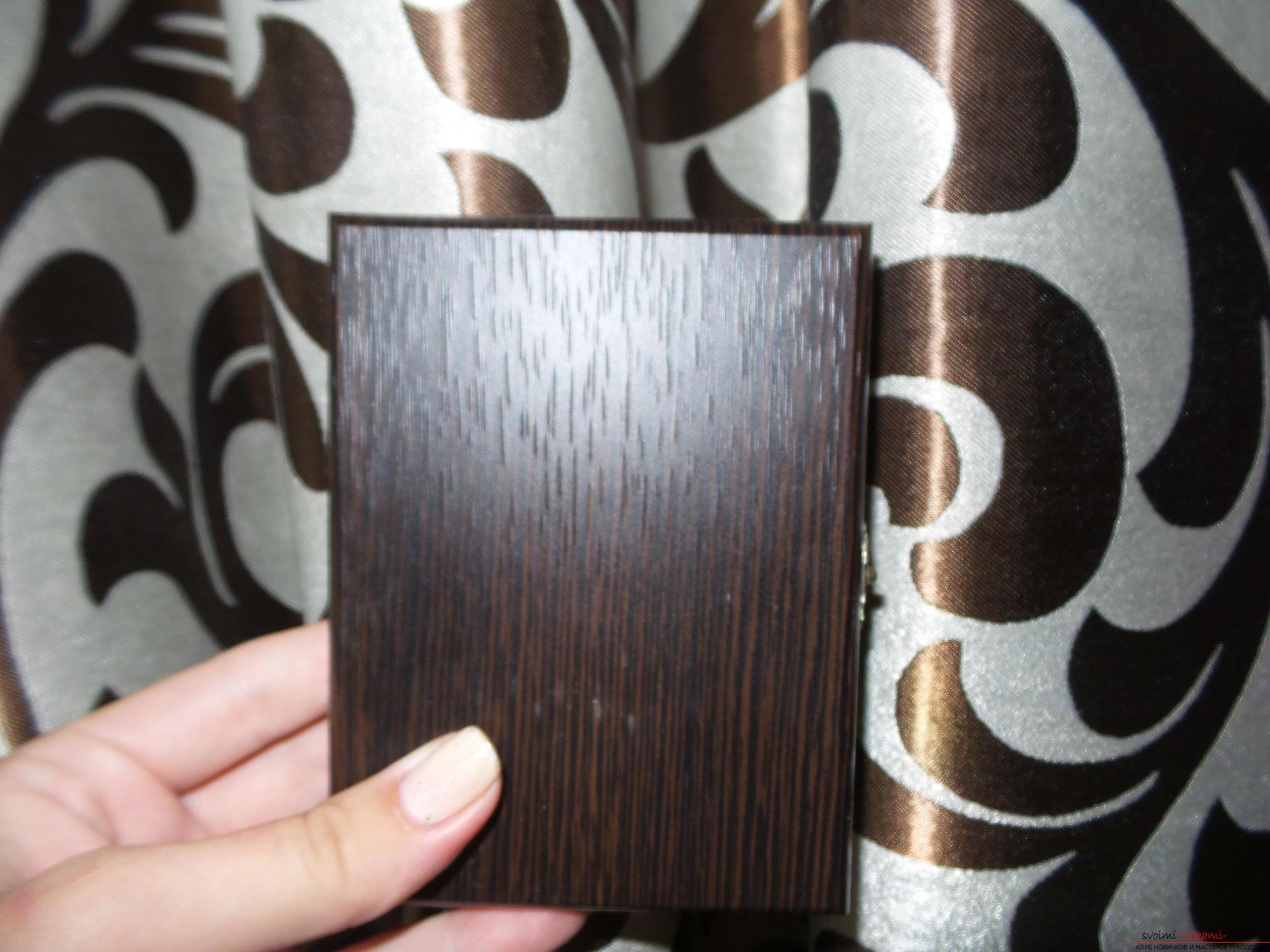Рамка-складень с замочком в технике вышивка бисером и бисероплетение