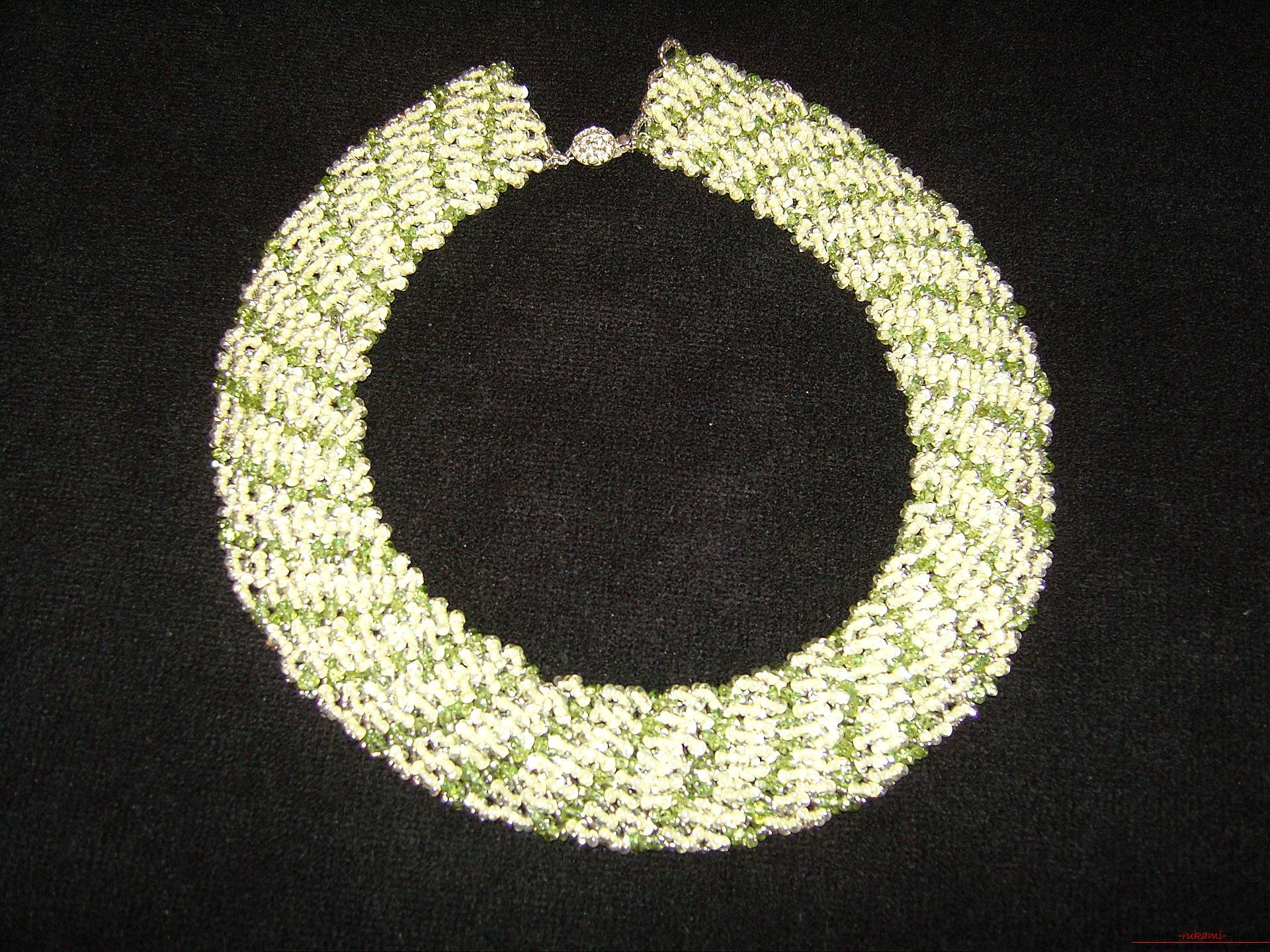 Сумочки, украшения и картины из бисера в технике вышивка бисером и бисероплетение