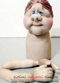Пошив куклы из капроновых колготок и пластиковой бутылки. Фото №28