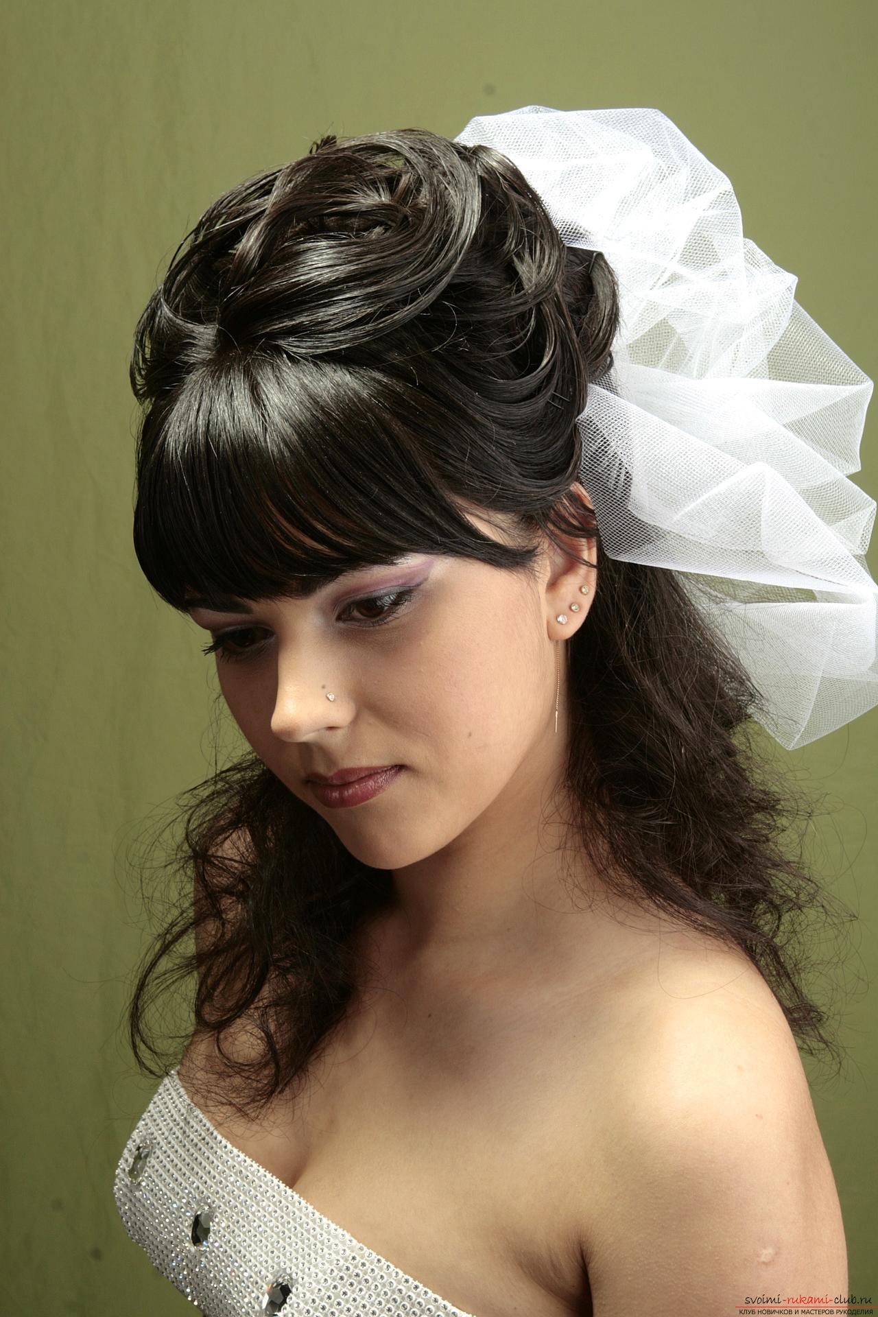 Прически на свадьбу на среднюю длину волос с челкой фото