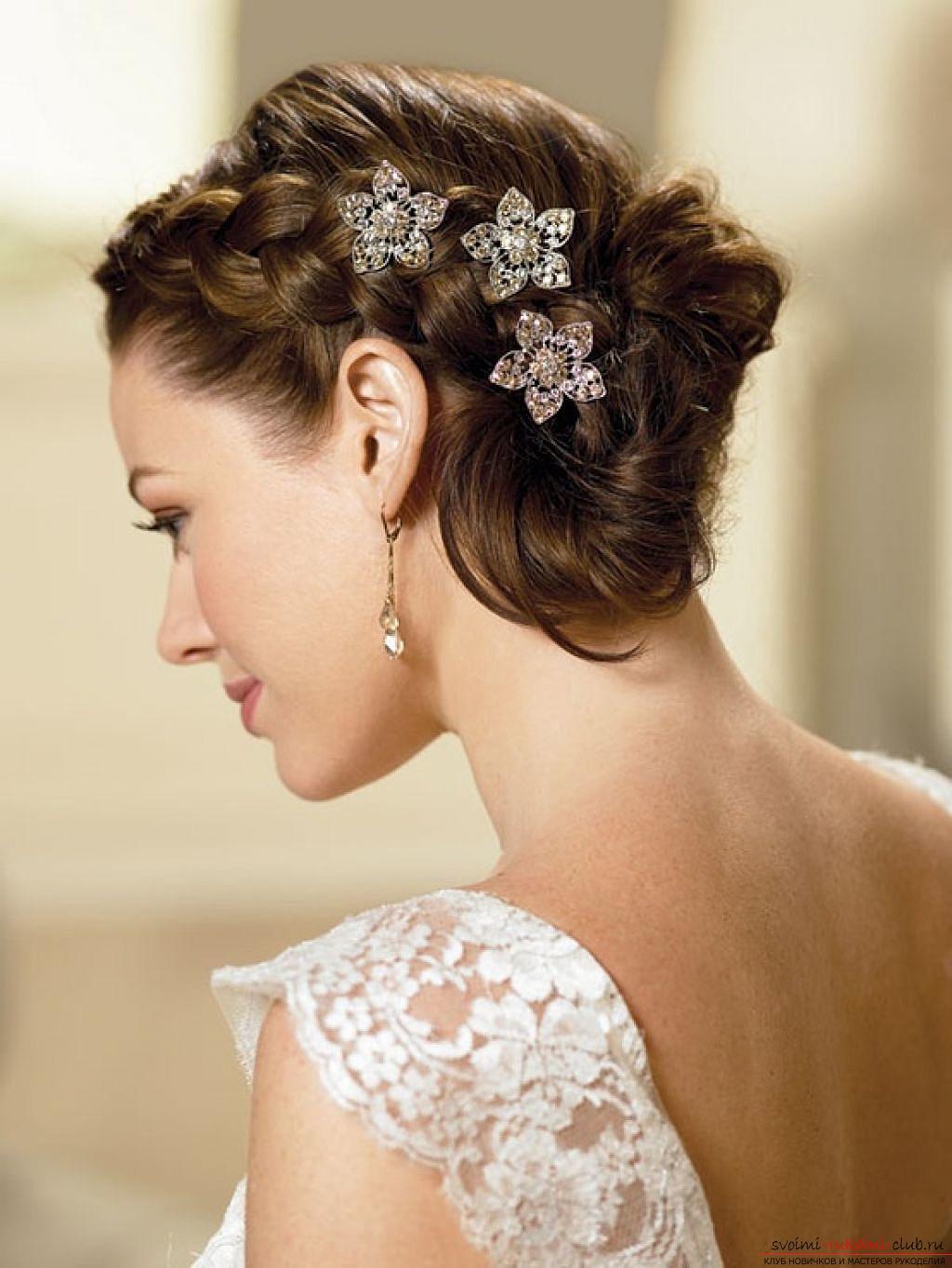 Причёски на свадьбу для гостей на средние волосы с челкой