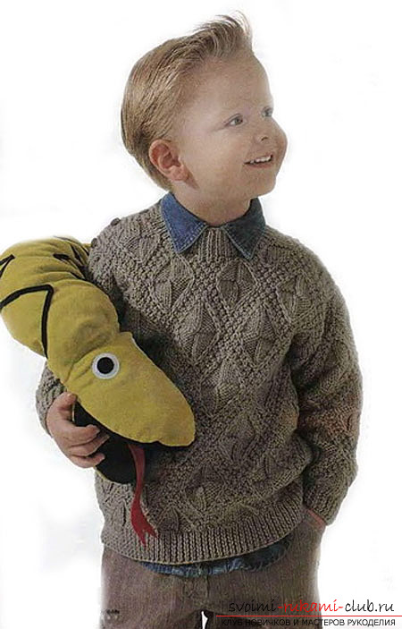 вязаный на спицах пуловер для мальчика. Фото №1
