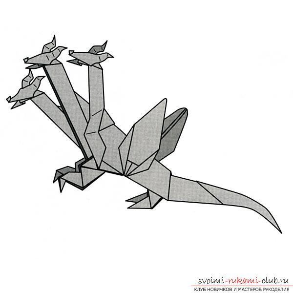 Трехглавый дракон из бумаги, выполненный в технике оригами. Фото №8