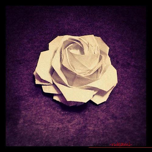 Оригами - роза из бумаги.