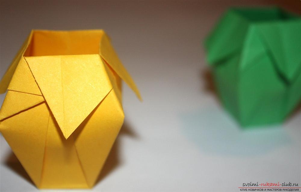 Оригами, изготовление простой вазы из разноцветной бумаги. Фото №1