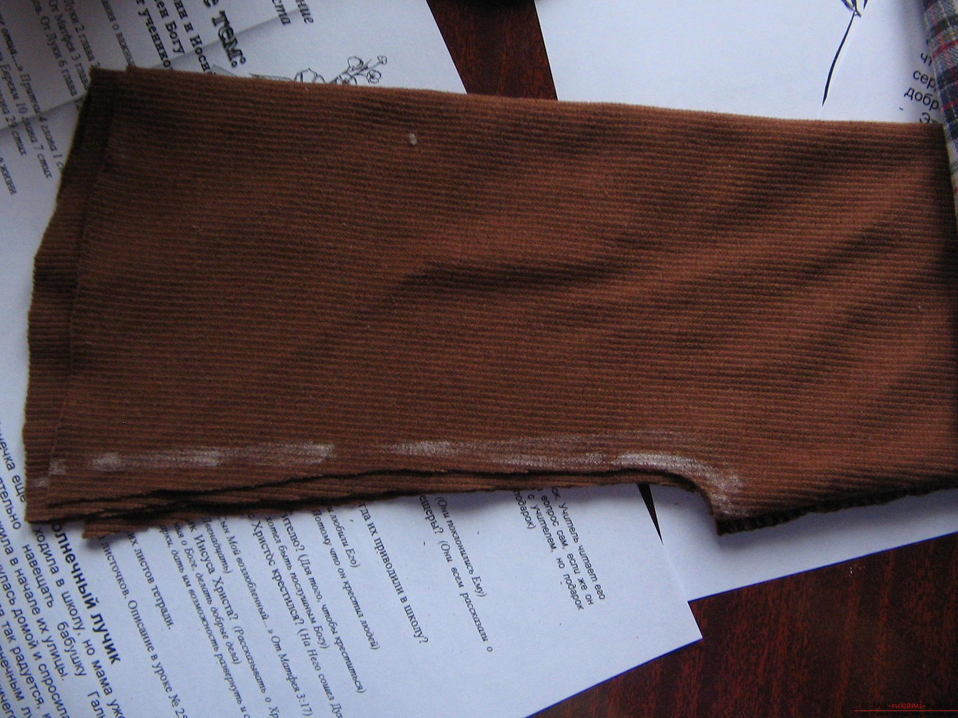 Как легко выкроить и пошить брюки для девочки на два года. Фото №7