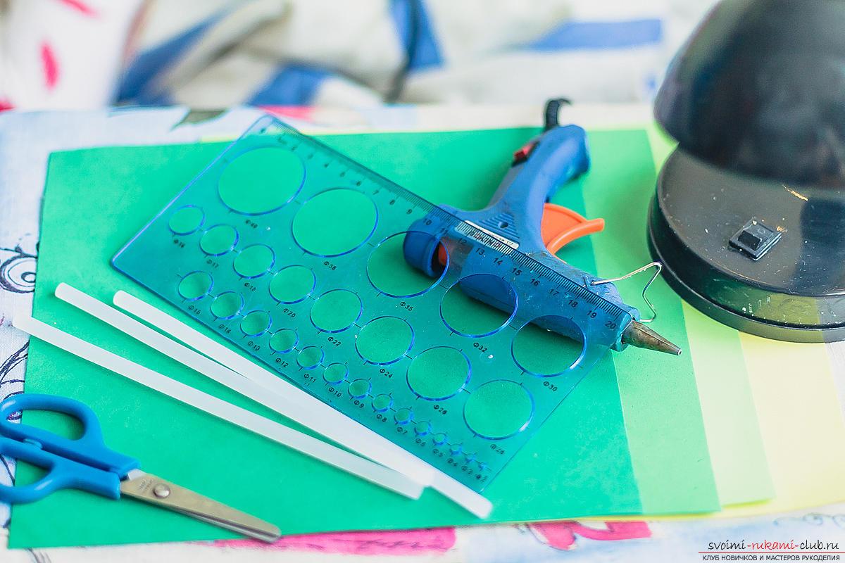 Подробный мастер-класс по декорированию светильника фоамираном с пошаговыми пояснениями