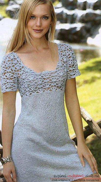 Оригинальное мини-платье, связанное спицами. Фото №1