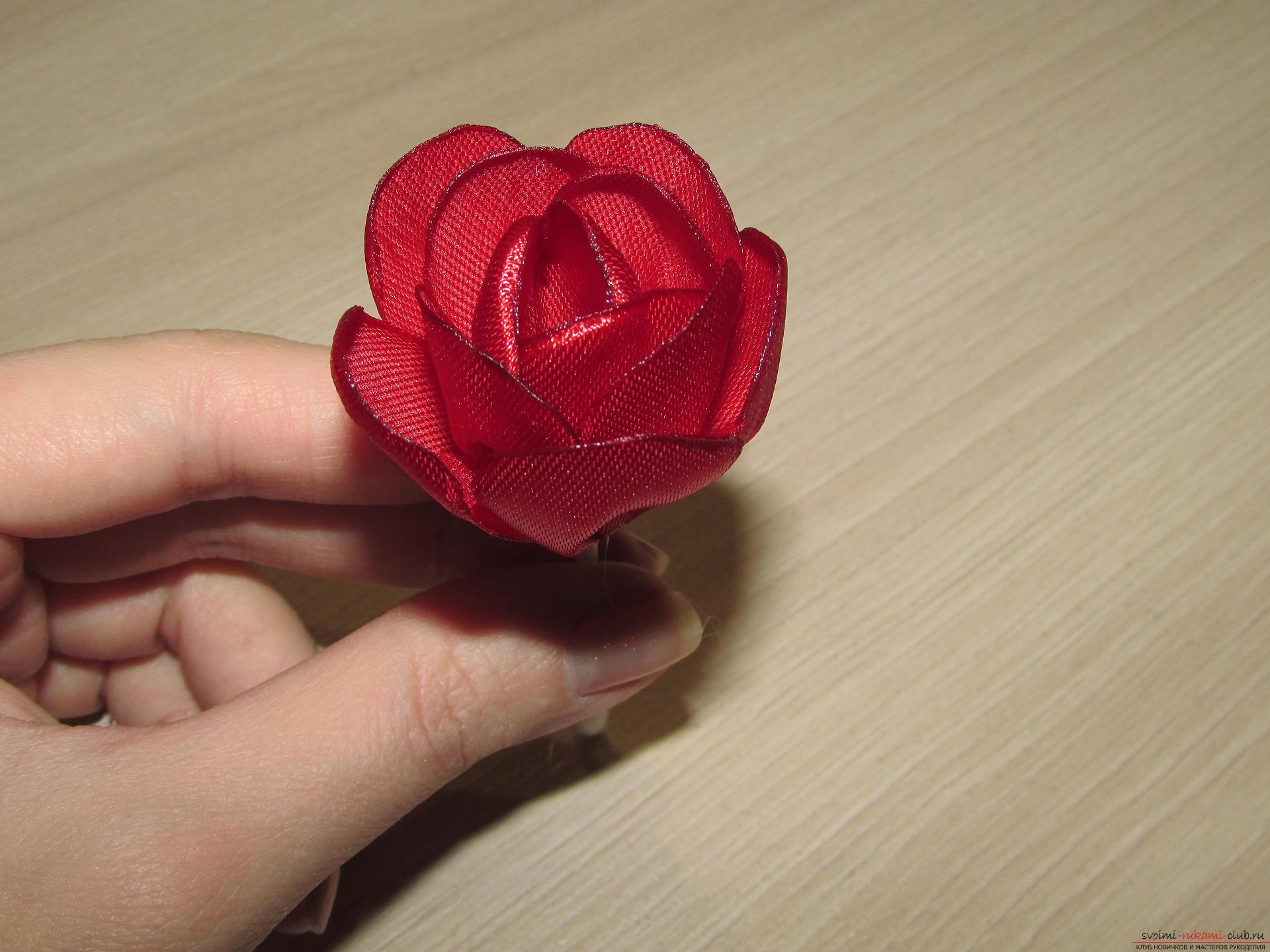 Этот мастер-класс научит как сделать тюльпаны из атласных лент своими руками.. Фото №15