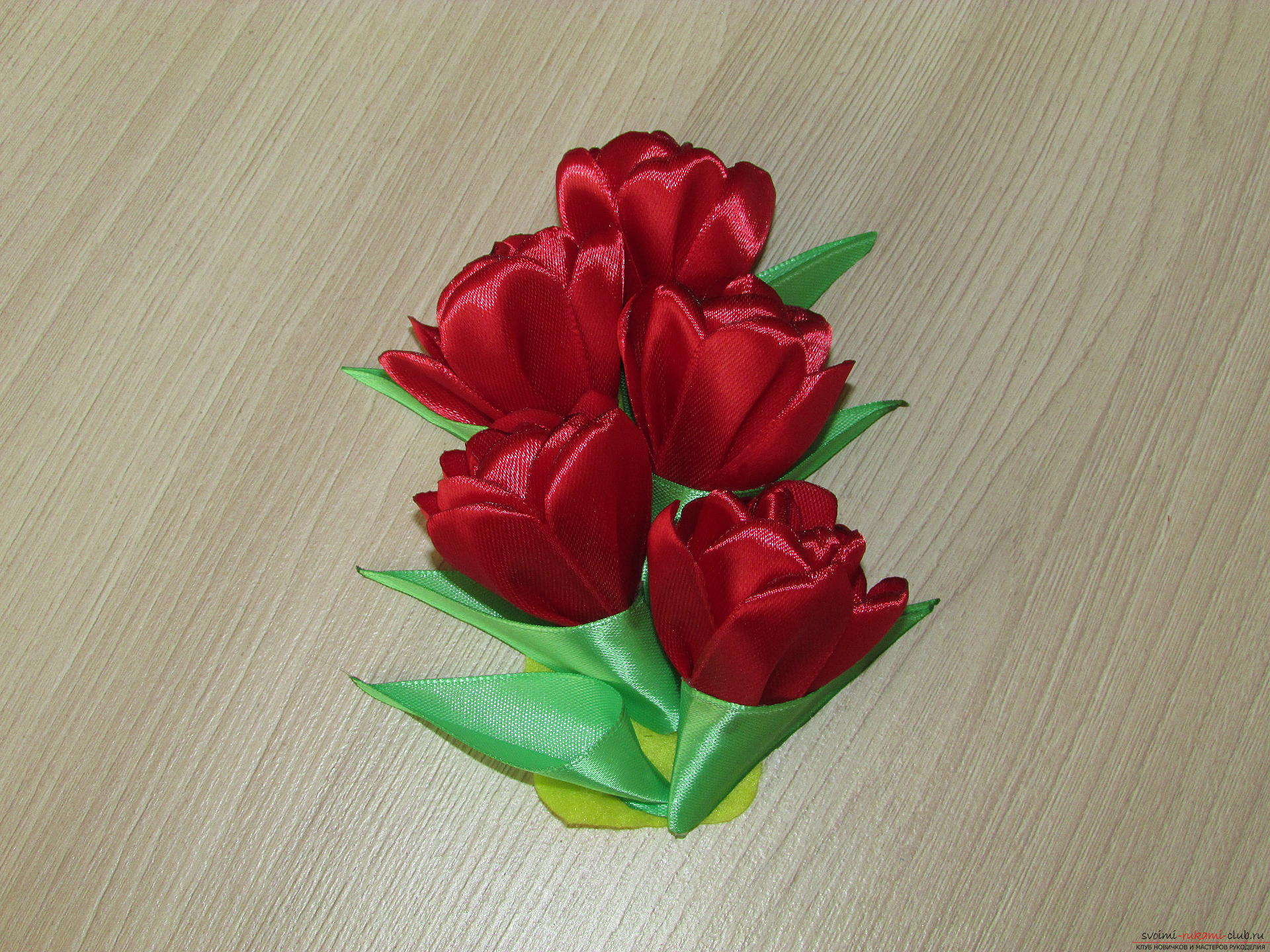 Этот мастер-класс научит как сделать тюльпаны из атласных лент своими руками.. Фото №19