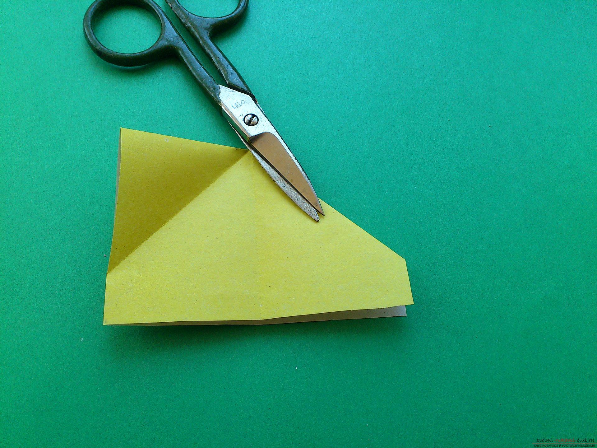 Этот подробный мастер-класс оригами из бумаги с фото и описанием научит как сделать закладку бабочку в стиле оригами.