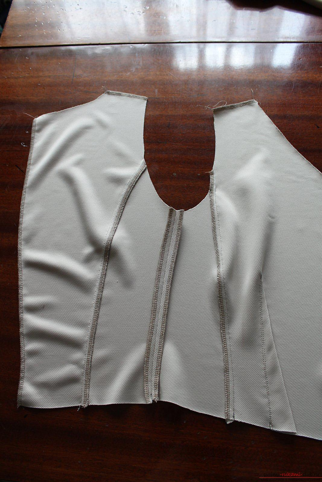 Этот подробный мастер-класс с фото и выкройкой научит шитью своими руками блузки с баской.. Фото №7